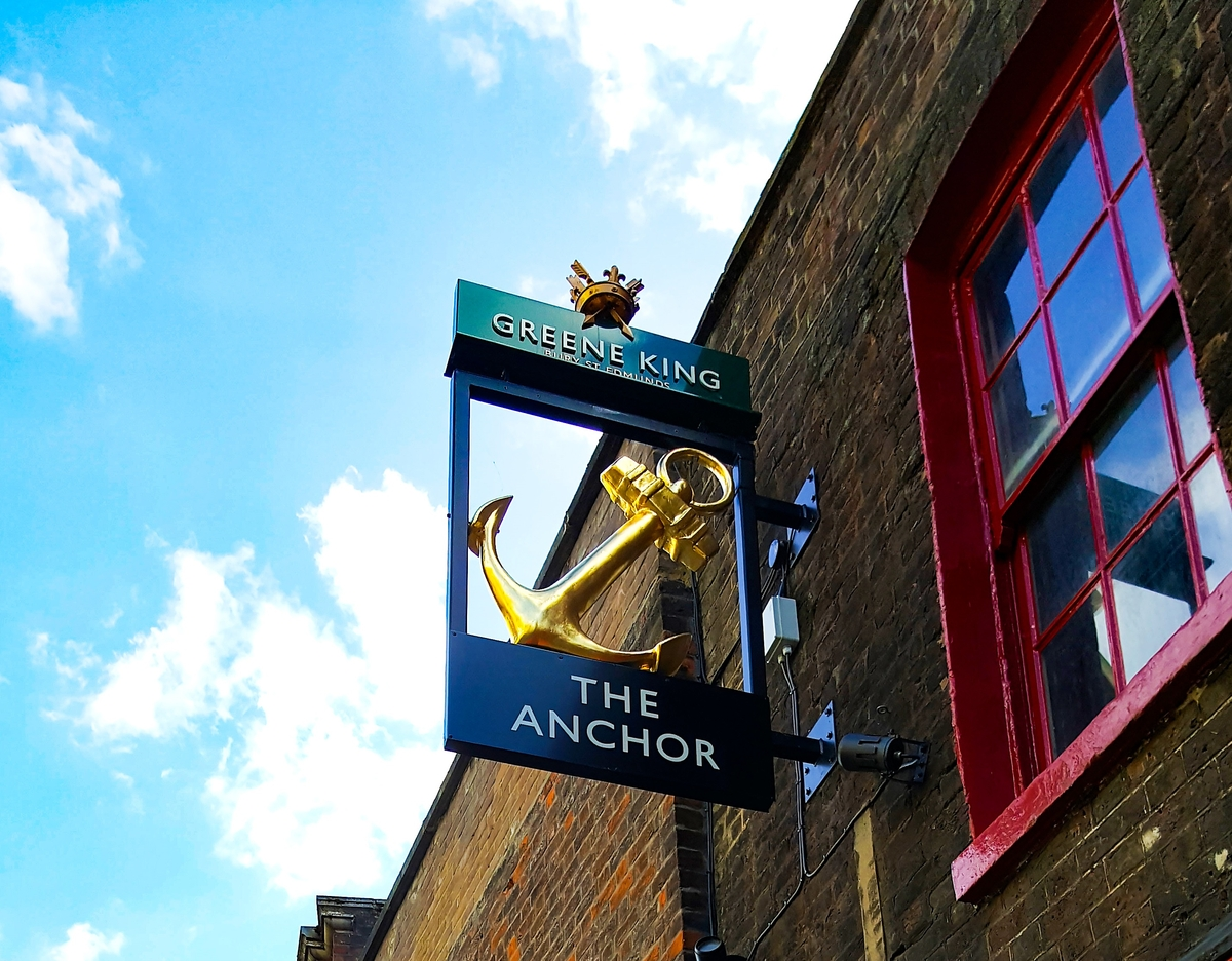 the anchor banskide street sign with iconic gold anchor