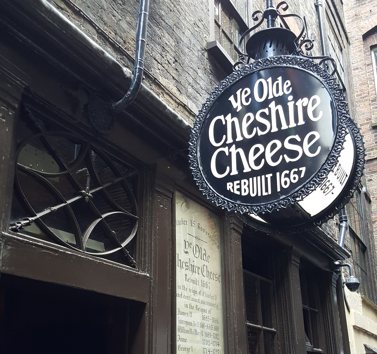 ye olde cheshire cheese street sign in front of entrance