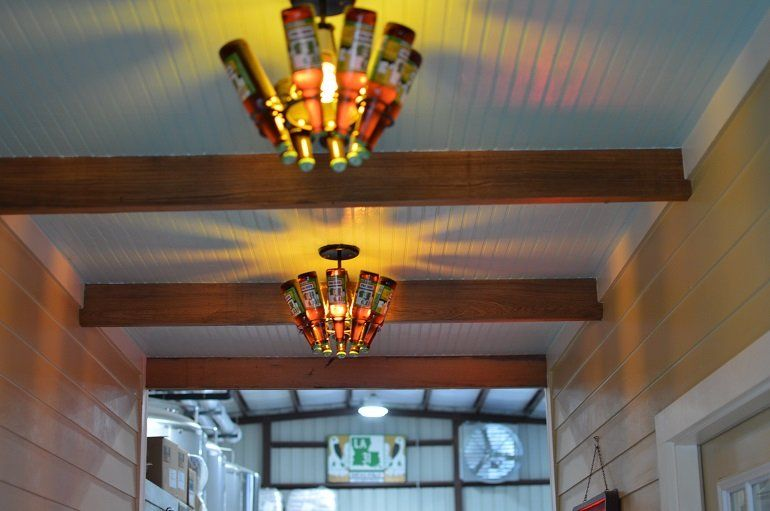 Rustic decorations add to the authentic Cajun feel of Bayou Teche. (Credit: Nora McGunnigle)