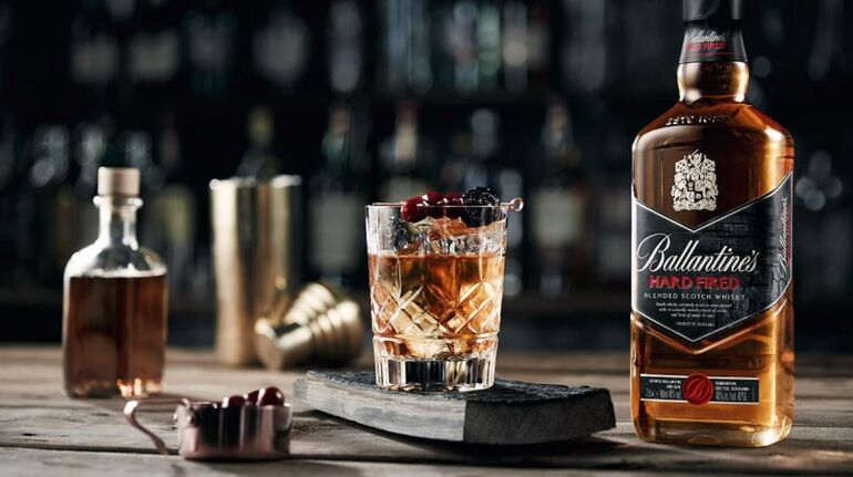 Drinks with Whiskey for Your College Cocktail Party